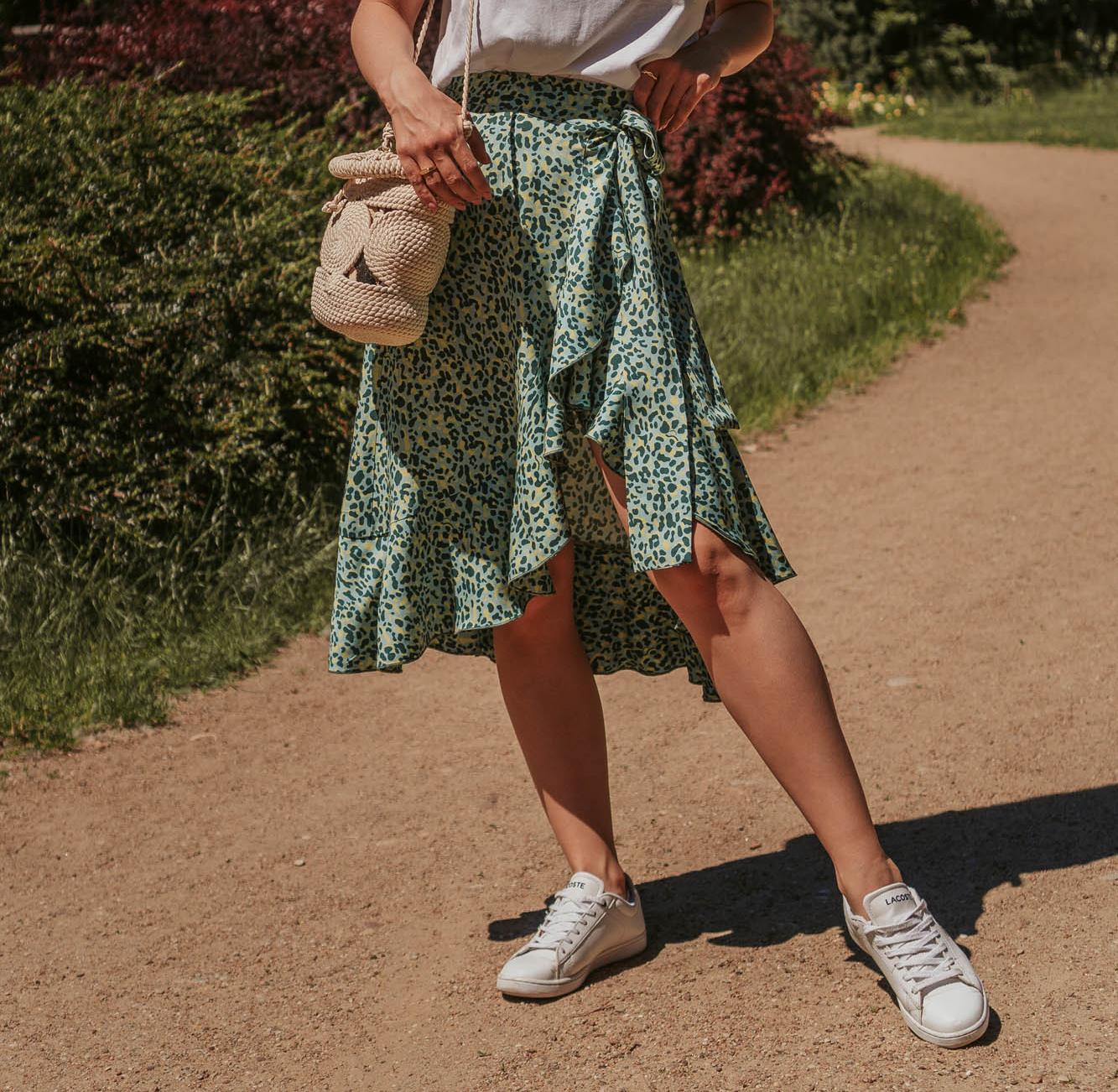 Poszło zgaszone lato na zakupy... Rzecz o spódnicy, printach i kolorach.