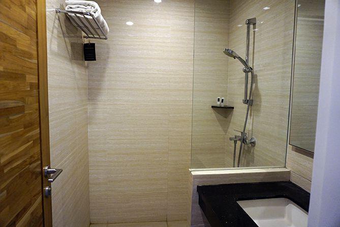 Menilik kamar mandi di Pollos Hotel and Gallery Rembang