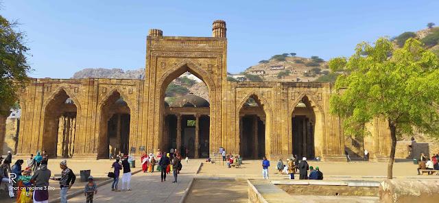 Adhai din ka jhonpra- history & guidance