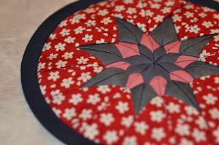 http://www.noriko-handmade.de/2015/01/diy-naehanleitung-untersetzer-teekannen-toepfe.html