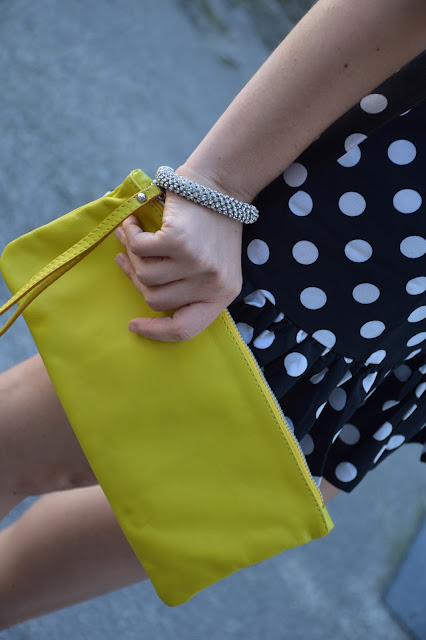 outfit borsa gialla come abbinare la borsa gialla abbinamenti borsa gialla yellow bag how to wear yellow bag street style