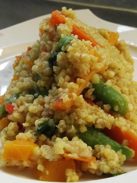frisches Gemüse mit Bulgur