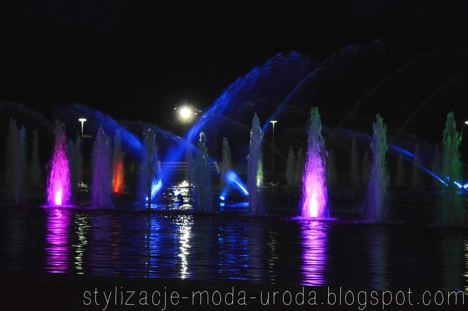fontanny wrocław nocą