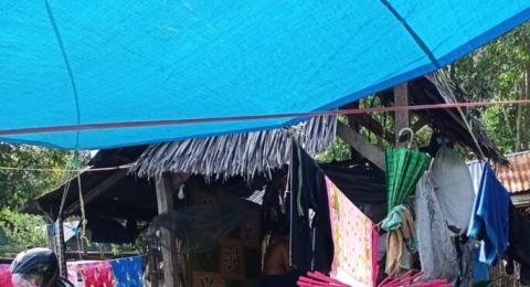 Korban Gempa Tinggal di Kandang Ayam, Minta Karpet untuk Shalat eh Dibentak