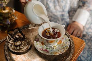 خليط الحليب البارد وماء الورد لنقاء البشرة