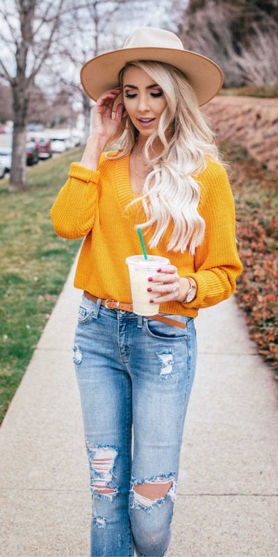 21 Fabulous Fall Outfit Ideas to Start Fall with Style. From work to brunch to date-night, you'll be falling for these ideas that will suit your every need. Women's Style + Fashion via higiggle.com | jumper + Jeans Outfits | #fall #winter #outfits #jumper