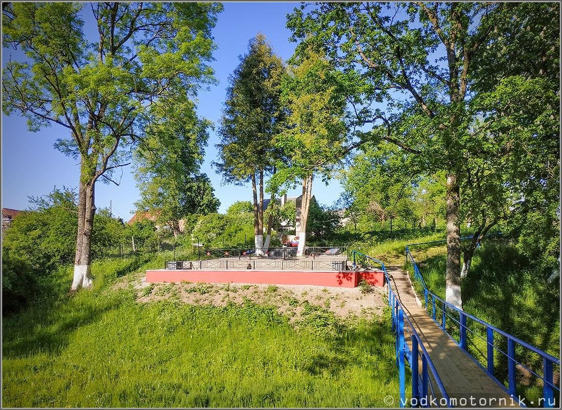 п. Каменское - братская могила, захоронено 105 воинов
