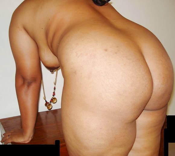 Mature Indian Aunty Big Fat Ass Photo