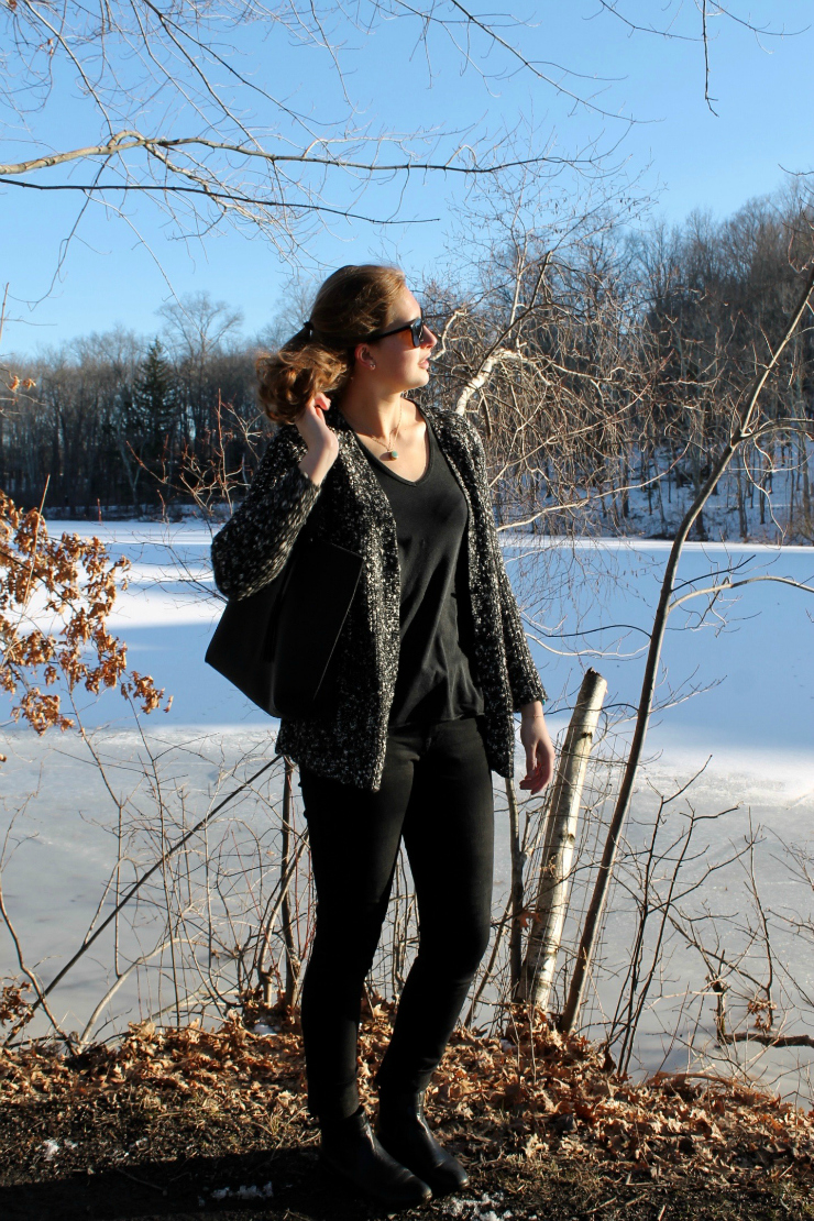 winter cardigan + black skinny jeans + tote bag #fashion