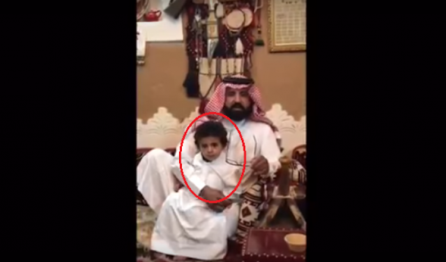 شاهد ماذا فعل سعودي في ابنه الذي يحمل اسم 'تميم' بعد قطع العلاقات بين السعودية وقطر