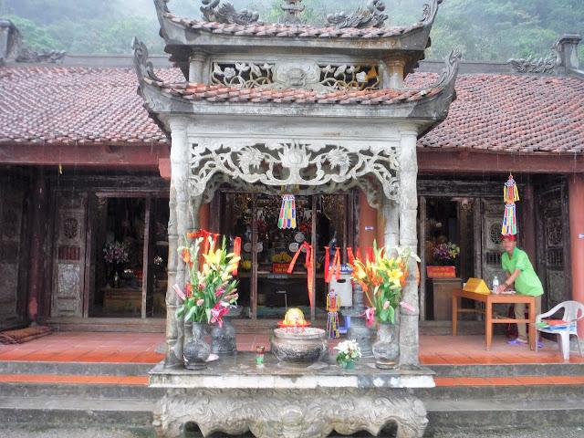van tieu pagoda yen tu vietnam