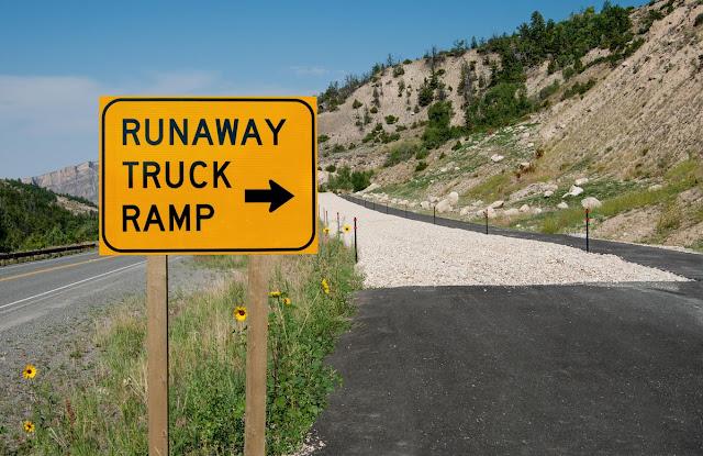 Imagem de uma runaway truck ramp estrangeira