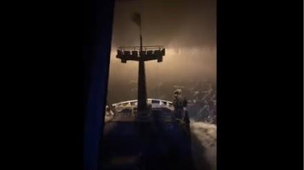 Ψαροκάικο περνάει μέσα από χιονοθύελλα - Εντυπωσιακό βίντεο
