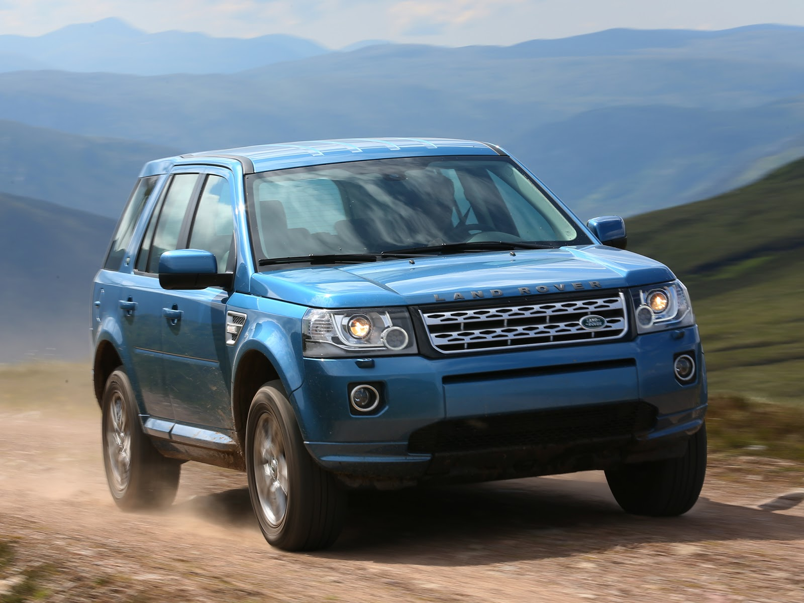 car in Land Rover Freelander 2 2013