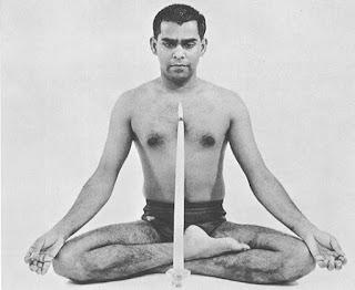 Swami Vishnu Devananda show the Tratak.