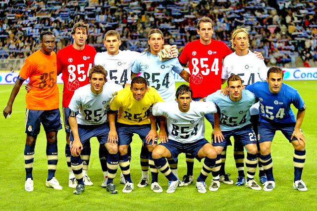 REAL MADRID C. F. Temporada 2007-08. Diarra, Van Nistelrooy, Casillas, Sergio Ramos, Metzelder y Guti. Gonzalo Higuaín, Marcelo, Raúl, Sneijder y Cannavaro. R. C. D. ESPANYOL DE BARCELONA 2 REAL MADRID C. F. 1. 20/10/2007. Campeonato de Liga de 1ª División, jornada 8. Barcelona, España, estadio Olímpico Lluis Companys (36.250 espectadores). GOLES: 1-0: 1', Riera. 2-0: 52', Tamudo. 2-1: 90', Sergio Ramos. Los jugadores del Real Madrid lucen camisetas de apoyo a la campaña contra el hambre en el mundo.