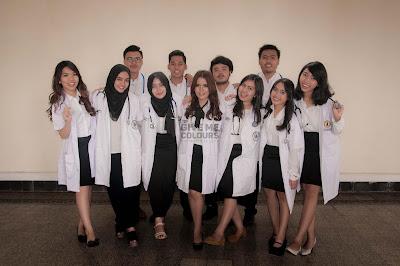 Foto Pembuatan Buku Tahunan Mahasiswa Kedokteran UWKS