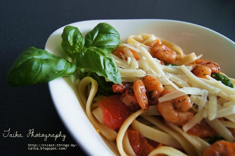 Rezept für Pasta mit Garnelen, Tomaten, Parmesan und Basilikum