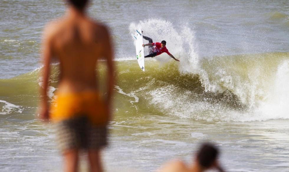23 2014 Moche Rip Curl Pro Portugal Filipe Toledo Foto ASP Damien Poullenot Aquashot