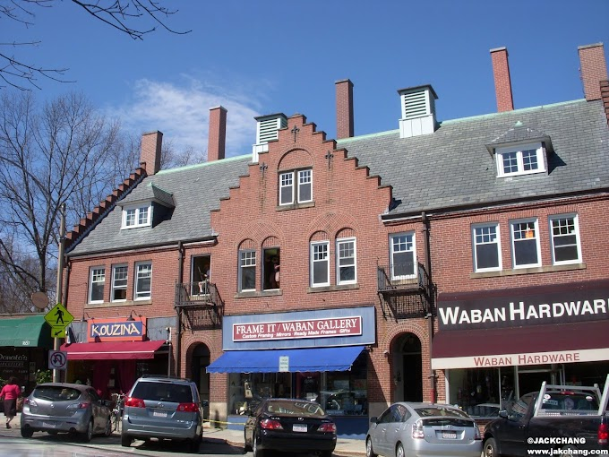Study in the United States-In the heart of the Waban community in Boston, shopping streets and subway