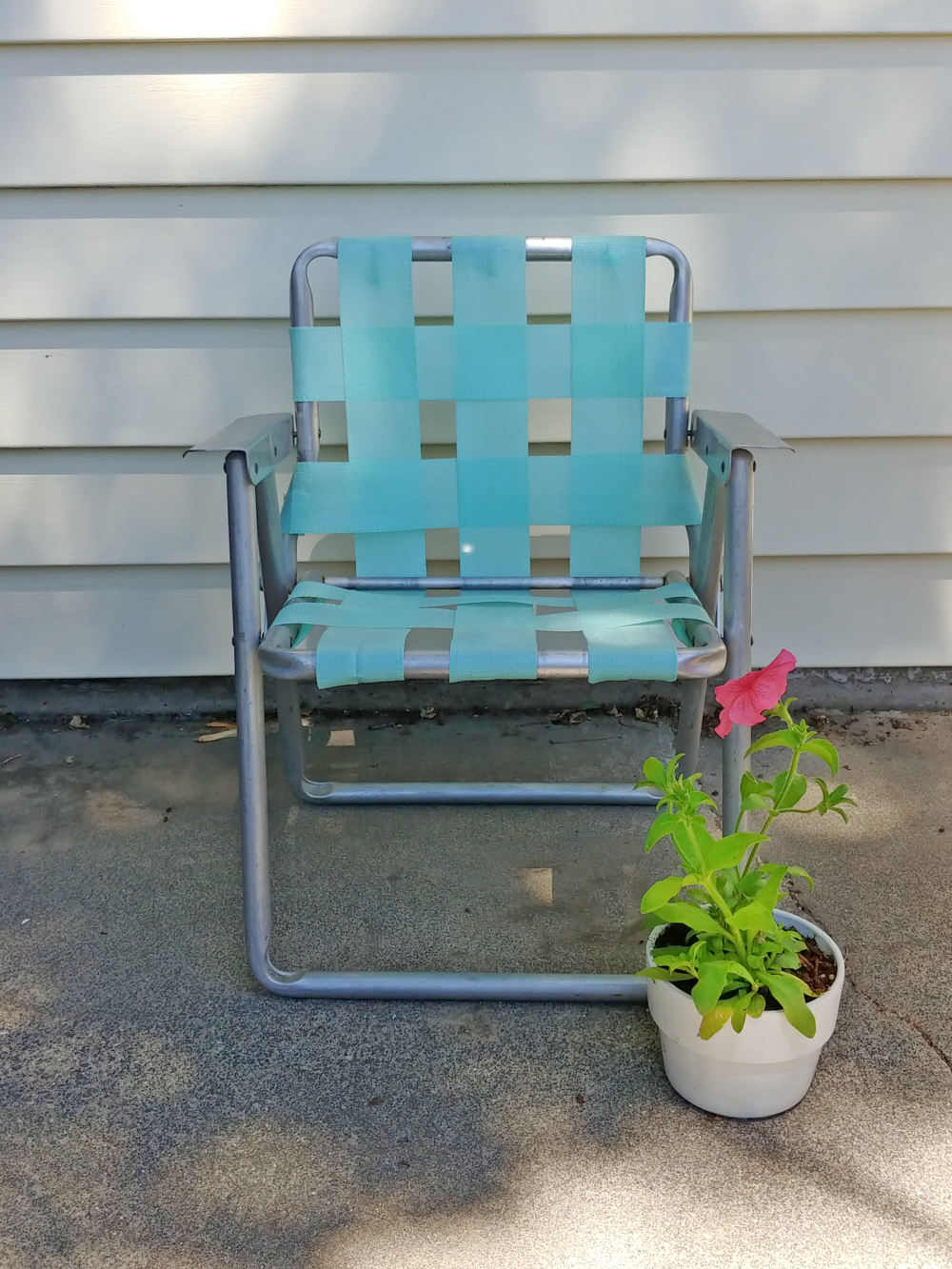 makeover a vintage lawn chair with new webbing