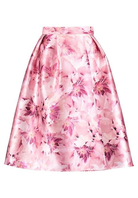 gonna rosa elegante con fiori