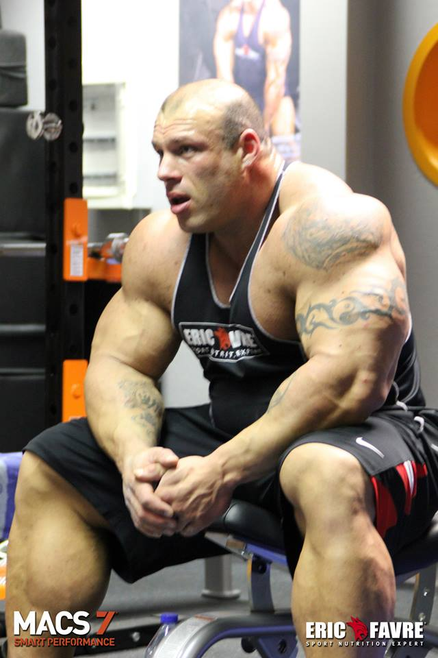 """Muscle Lover: French hulk Morgan Aste """"The Big Rock"""""""