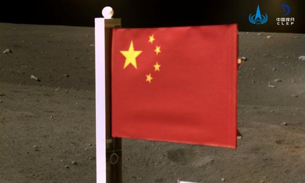 Η κινεζική σημαία «κυματίζει» στη Σελήνη