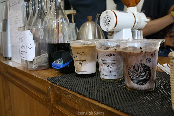 Es kopi andalan Signatura Coffee