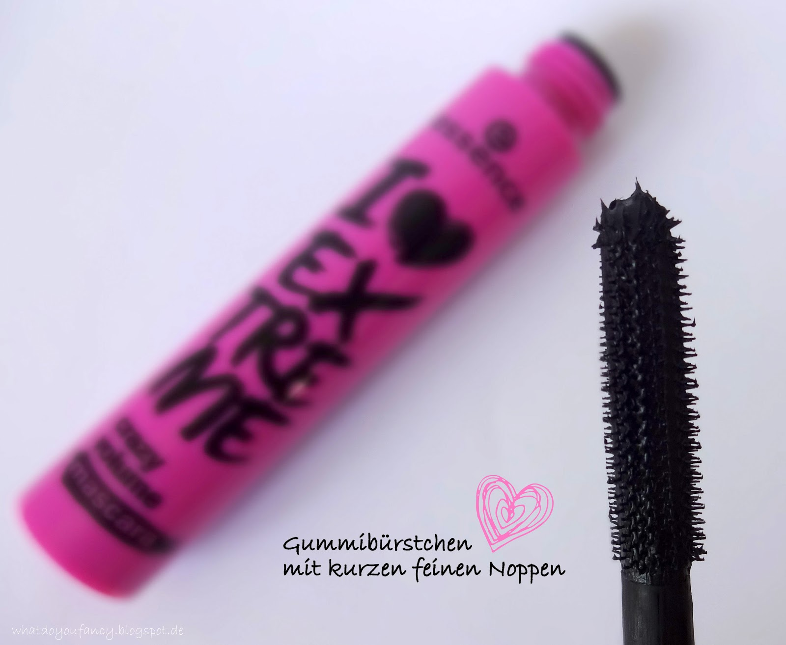 Essence I Love Extreme Mascara versus Essence I Love Extreme Crazy Volume Mascara