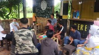 KTI Adi Bagus Karya politisi Demokrat, saat memberikan pembinaan kepada KTI Desa Kidang kemarin