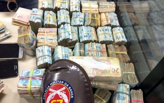 Polícia apreende R$ 364 mil em espécie com dupla em Feira de Santana; procedência do dinheiro é investigada