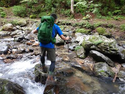 夫婦滝から坊村登山口へ。渡渉を繰り返す