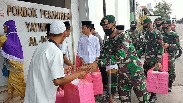 Peduli Yatim, Brigif Mekanis Raider 6 Kostrad Berbagi Nasi Kotak di Mojosongo