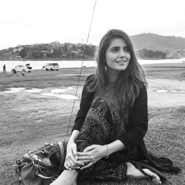 black and white momina mustehsan photos