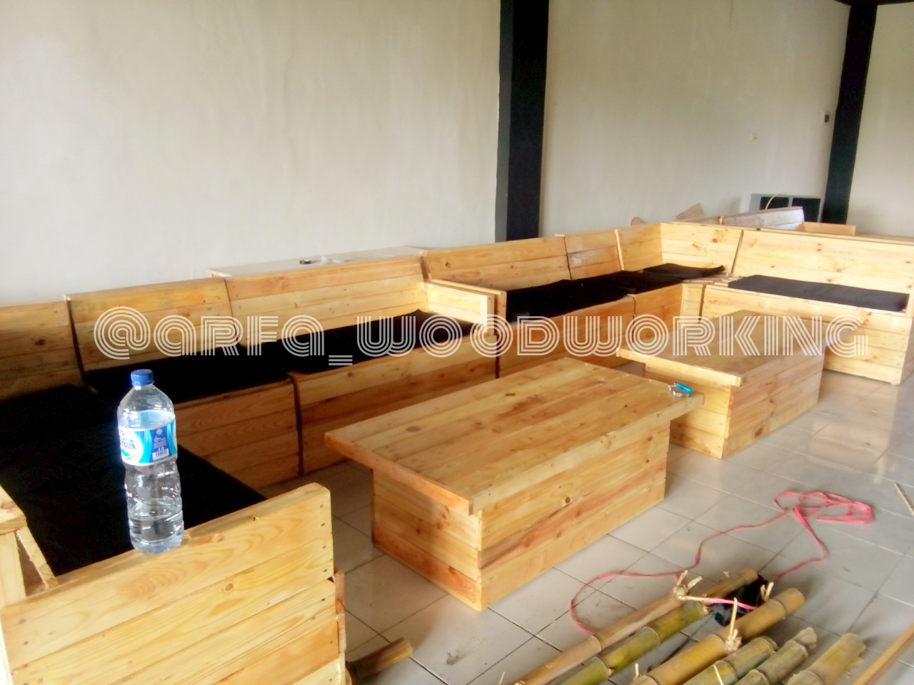 Sofa Modern Minimalis Spons Pinus Jati Belanda