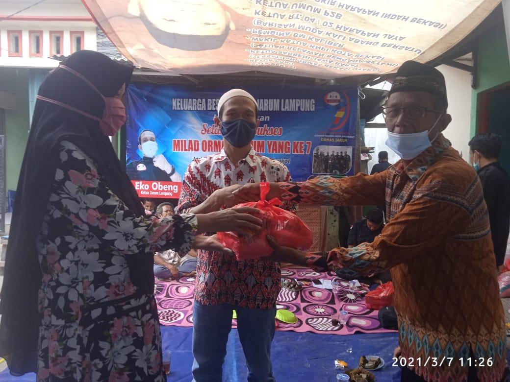 Rayakan HUT Ke-7, Ormas Jarum Berbagi Sembako dan Santuni  Warga di Bekasi