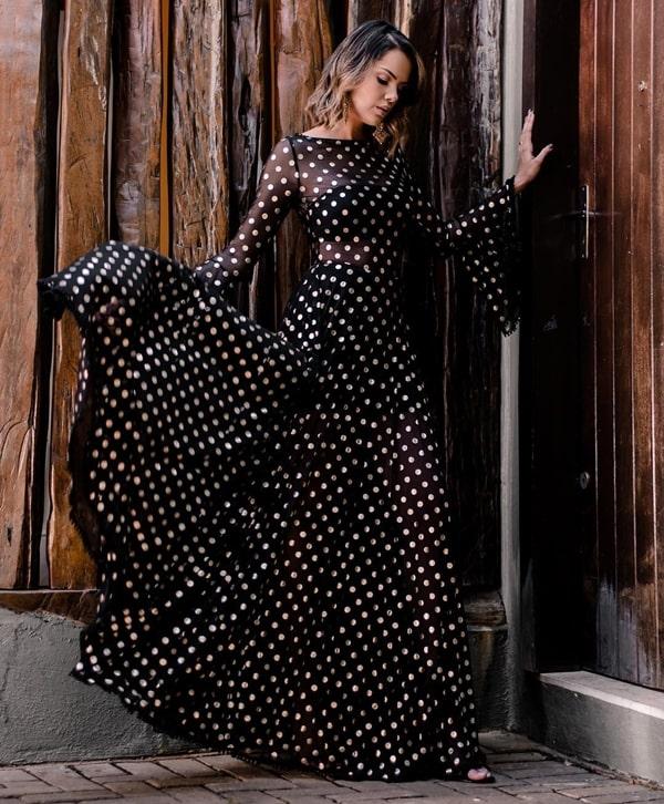 vestido longo preto poa com bolinhas brancas