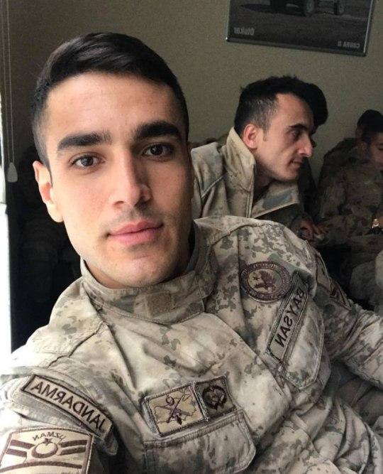 handsome-young-uniformed-soldiers-selfies