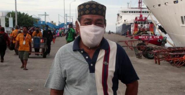 Pria Ini Pakai 'Masker BH' akibat Masker Langka di Pasaran