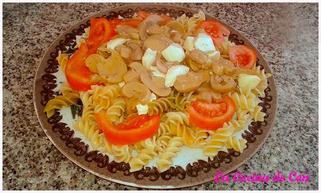 ensalada de pasta con champiñones
