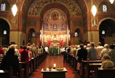 Liturgi Gereja | Pengertian, Alasan, Aturan, Bidang, dan Macam Simbolisasi