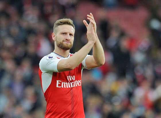 Cuộc tháo chạy ở Arsenal: Sau Chamberlain là Mustafi