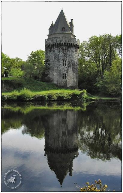 ELVEN (56) - Château-fort de Largoët : Tour ronde (XVe siècle)