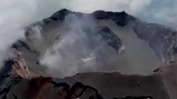Aumenta diámetro y profundidad del cráter del volcán Popocatépetl tras explosiones recientes.