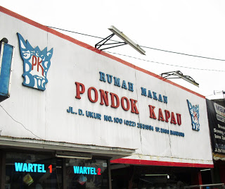 Rumah Makan Pondok Kapau, tempat favorit warga Bandung untuk beli takjil