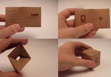 Danh thiếp của một công ty vận chuyển có thể gấp lại thành một cái hộp vuông vắn