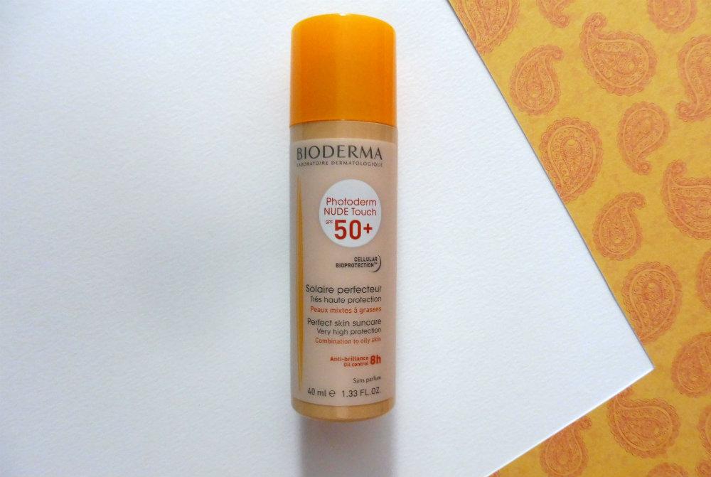 Protéger une méchante peau grasse du soleil sans trop luire ? Test de Photoderm Nude Touch SPF 50 de Bioderma. Par Lili LaRochelle