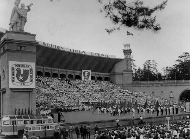 1967 год. Рига. Межапарк. Традиционный национальный Праздник песни и танца в честь 50-летия Великой Октябрьской Социалистической революции