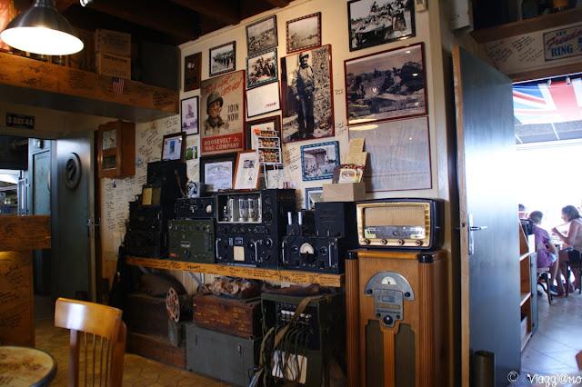 Il bar tematizzato con cimeli militari